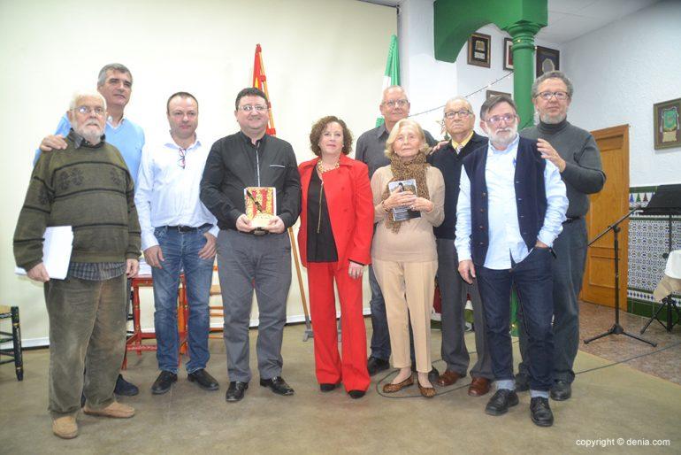 Premiados y colaboradores con los organizadores