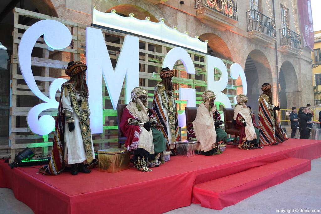 Visita de los Carteros Reales a Dénia - en la plaza del Ayuntamiento