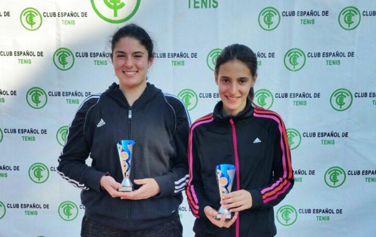 Lucía Molines y Neus Ramos con sus trofeos