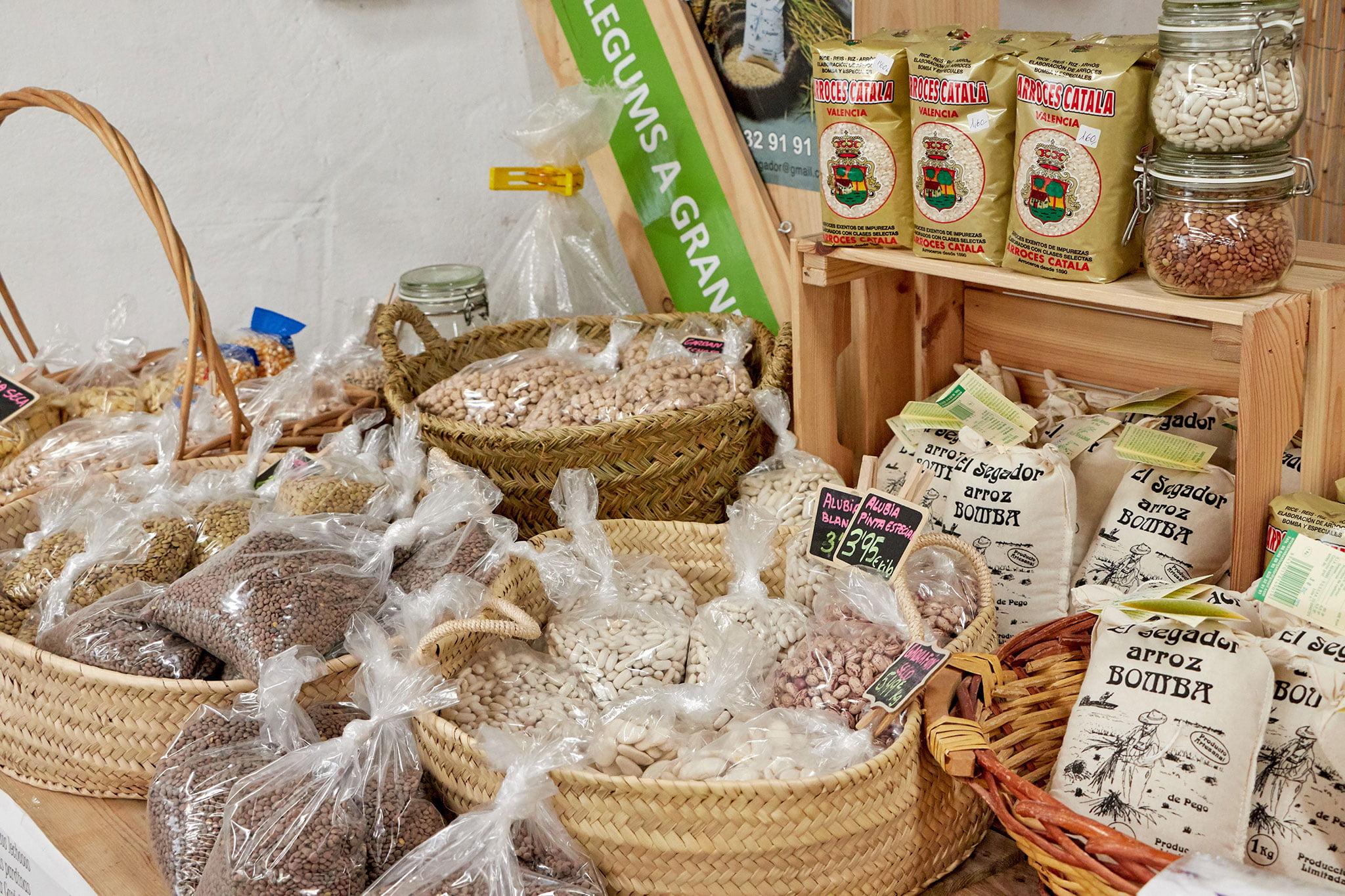 Legumbres a granel en Dénia, en La Nau d'Orozco – Frutas y verduras Orozco