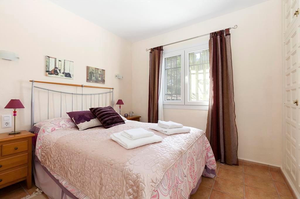 Un dels dormitoris Vila Cacauet Quality Rent a Vila