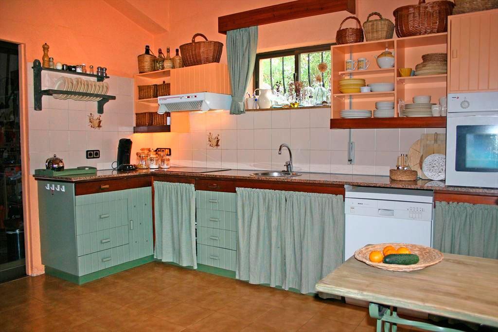 Cocina amplia y luminosa quality rent a villa d for Cocinas quality