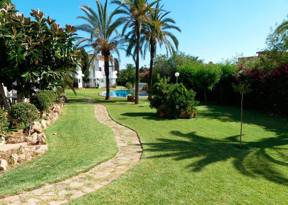 Jard n y piscina comunitaria denivan d - Jardin y piscina ...