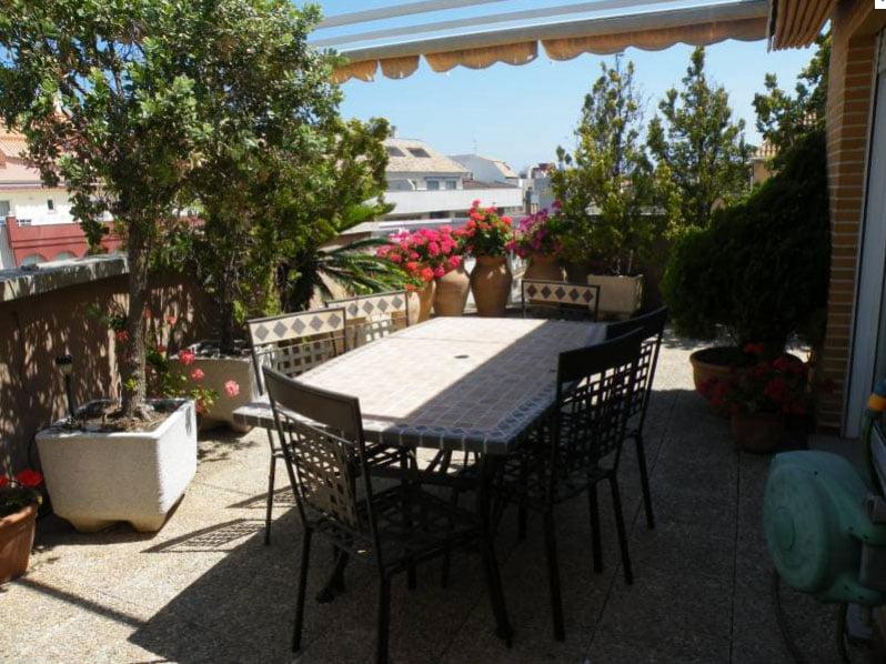 Terraza al aire libre adal inmobiliaria d for Terrazas aire libre