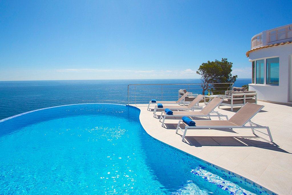 Lloguer de vacances amb infinity pool en Aguila Rent a Vila