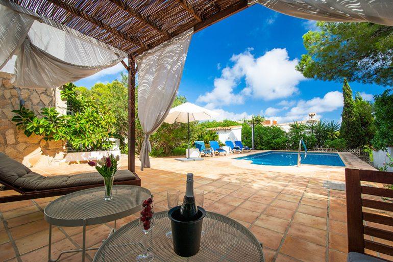 Exterior amb piscina Aguila Rent a Vila