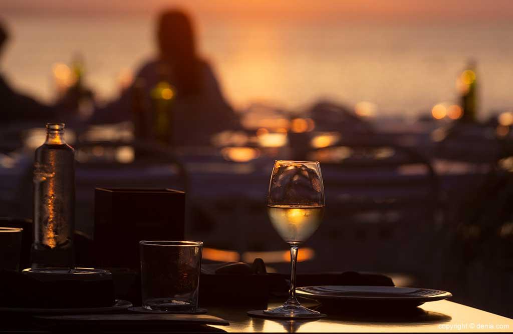 Puesta de sol en mesa exterior Restaurant Noguera