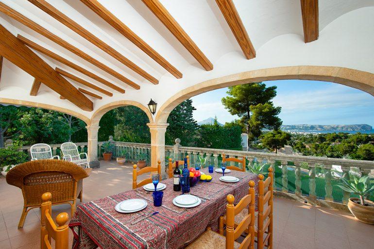 Terraza cubierta Aguila Rent a Villa