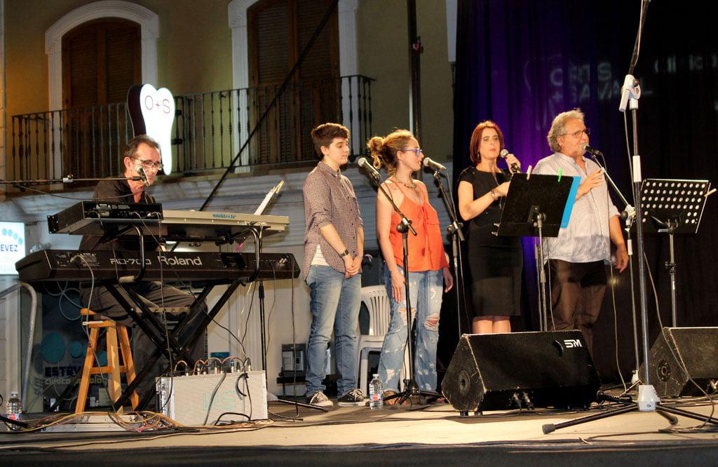 Cantantes que acompañan a Paco Muñoz
