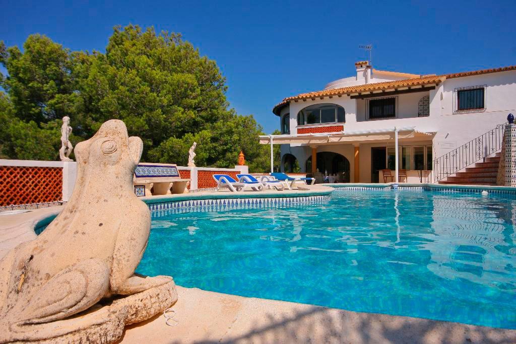 Façana i piscina Quality Rent a Vila