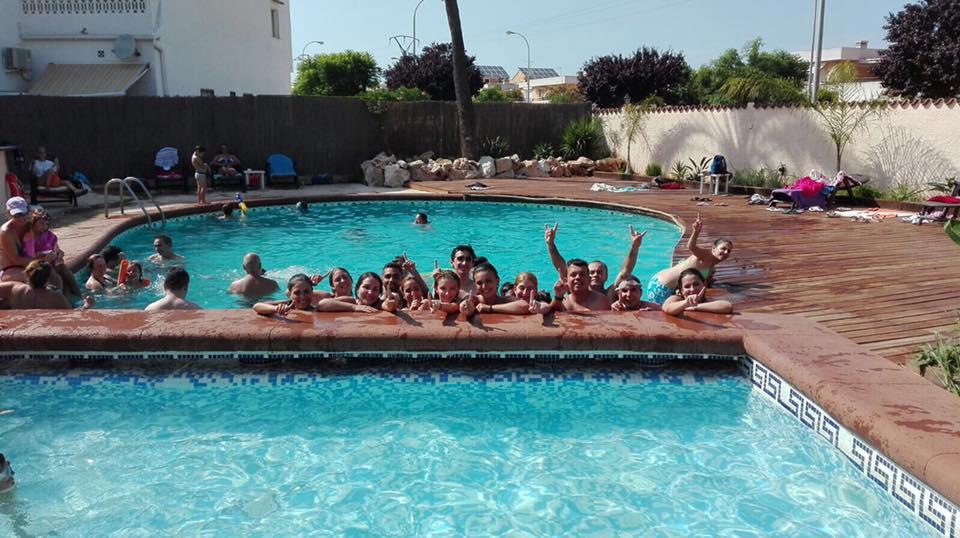 Fiesta en la piscina de la falla les roques d for Fiesta de piscina