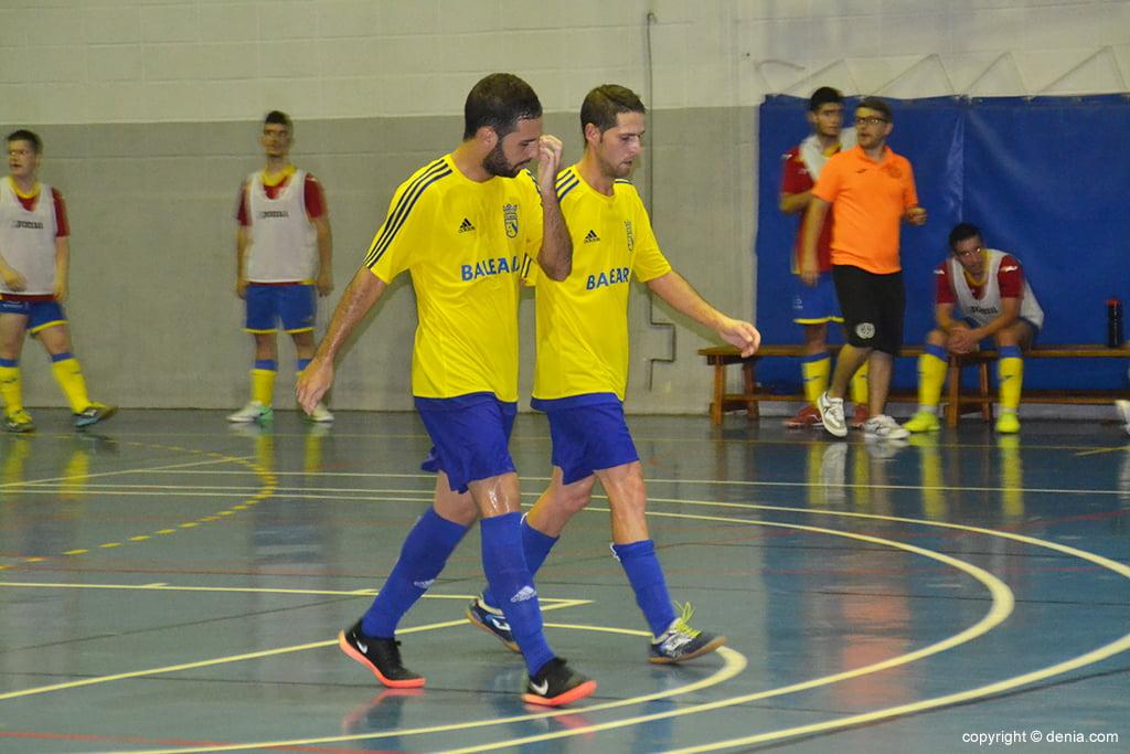 Curro felicita a Juanjo por su gol