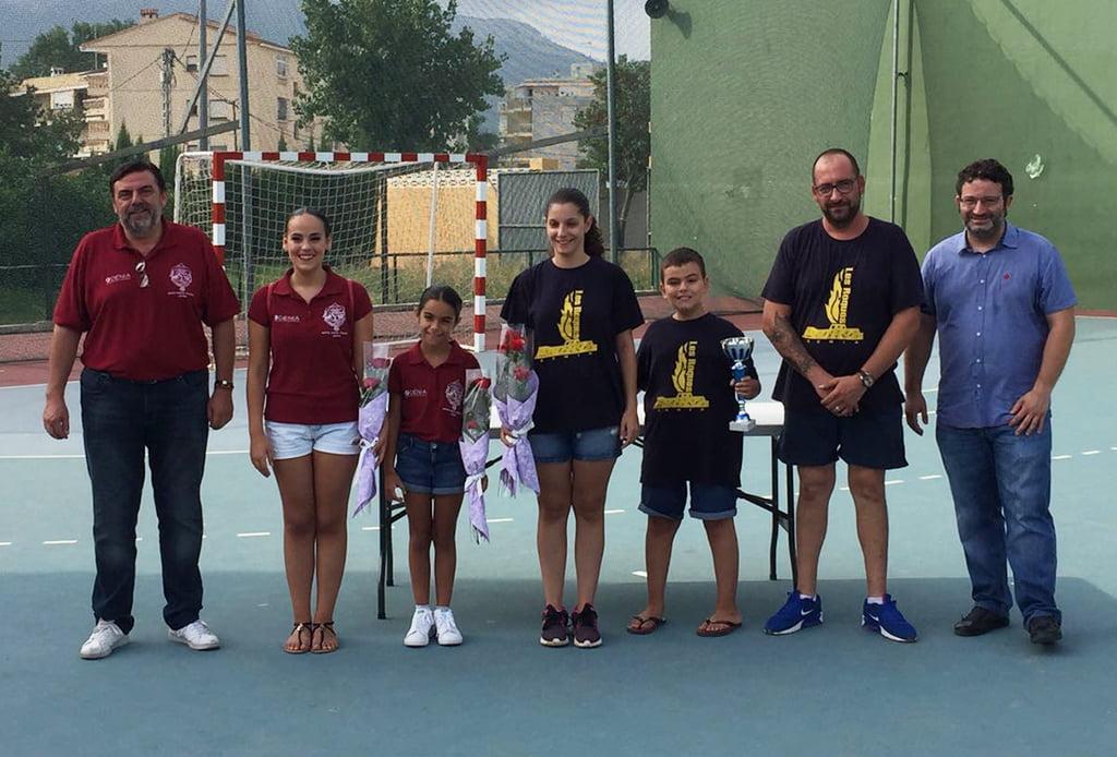 Falla Camp Roig con su trofeo