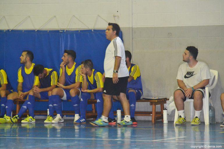 Juanma Bermejillo dirigiendo a su equipo