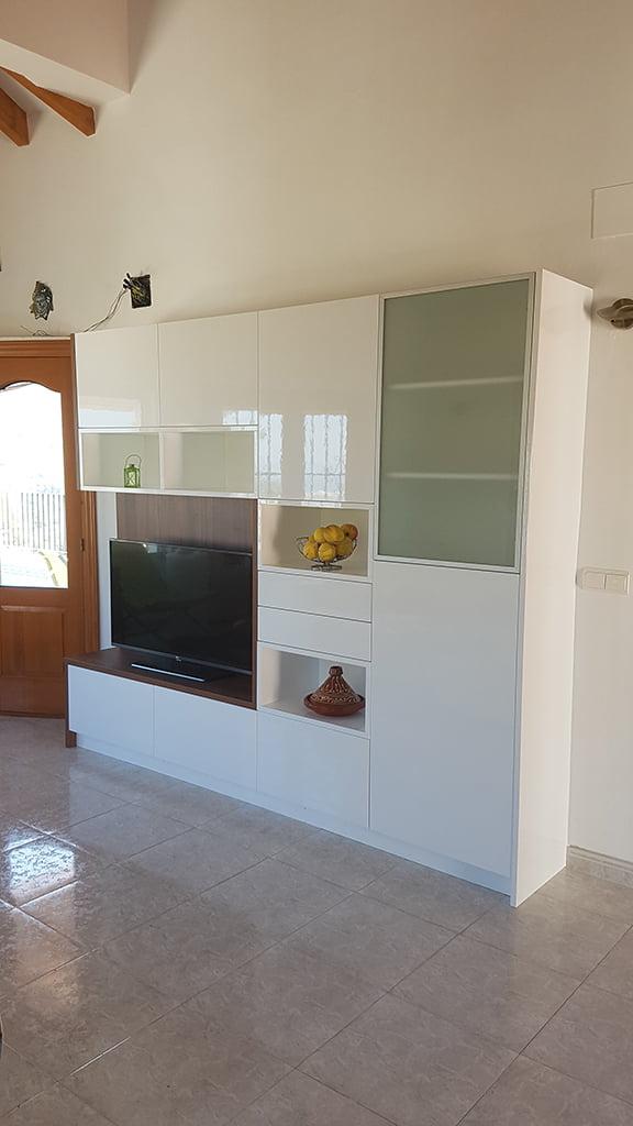 en marina cuines poseen un taller propio con cabina de lacado donde realizan diseos y a medida con altas calidades y una amplia