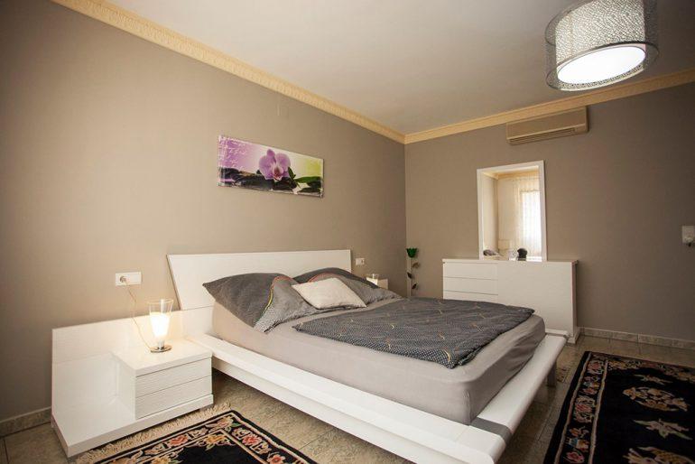 Moderne slaapkamer Stella Inmo Consulting