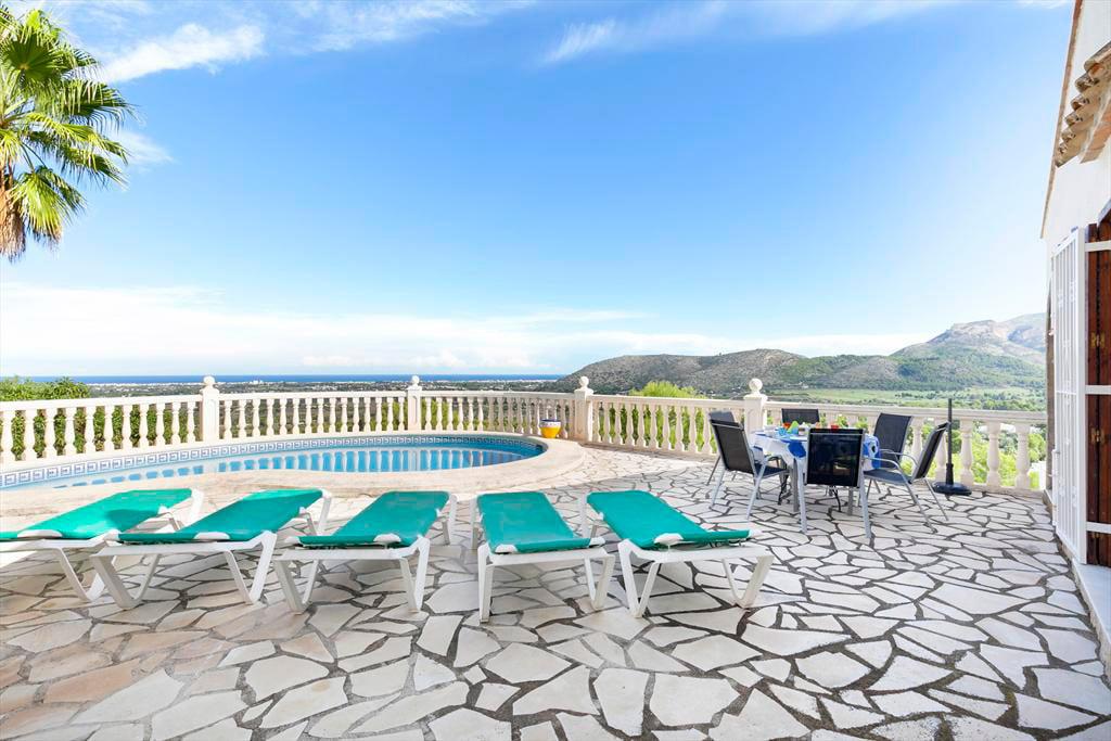 Piscina Y Terraza Casa Almendros Quality Rent A Villa