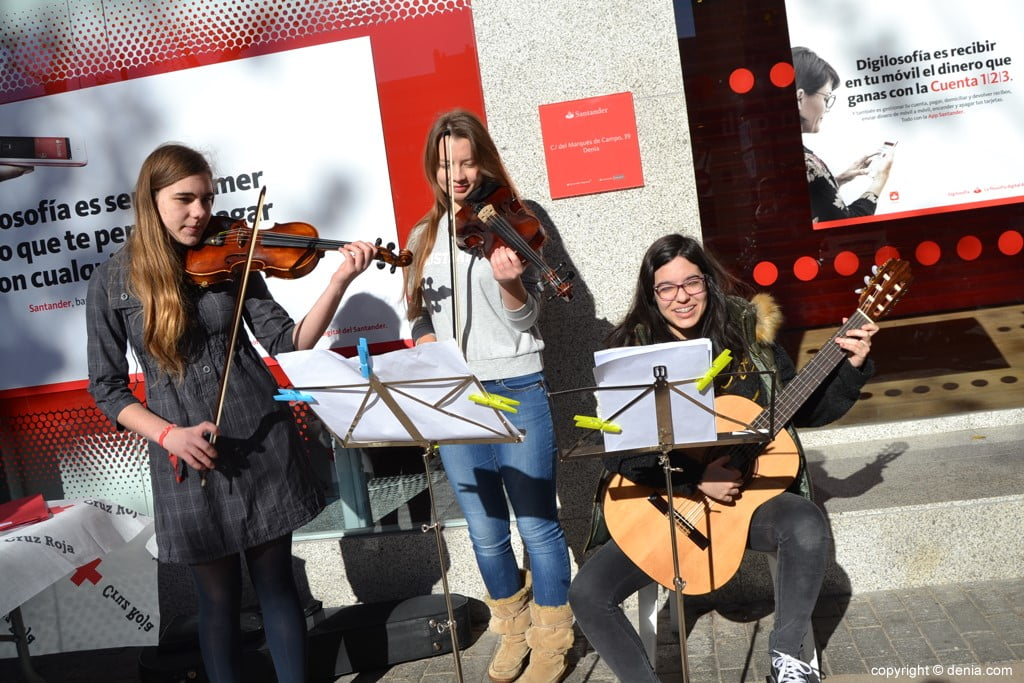Día de la Banderita Dénia 2017 - Violins and guitar