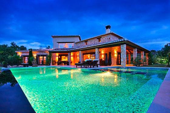 Villa de lujo con piscina privada y capacidad para diez for Villa con piscina privada vacaciones