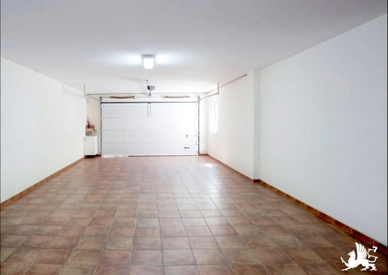 Garage della casa Stirling Ackroyd in Spagna