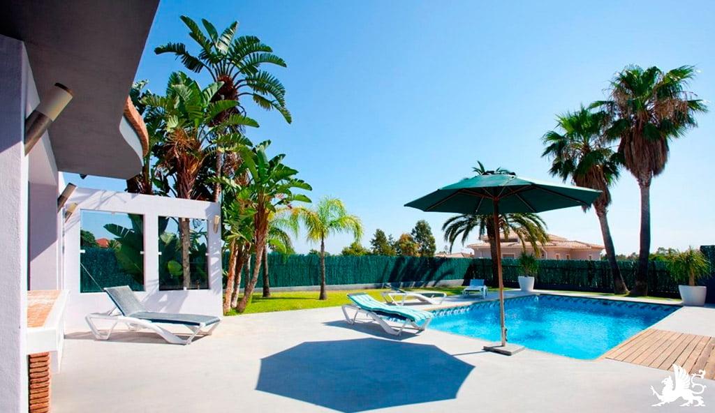 Giardino e piscina della casa Stirling Ackroyd in Spagna