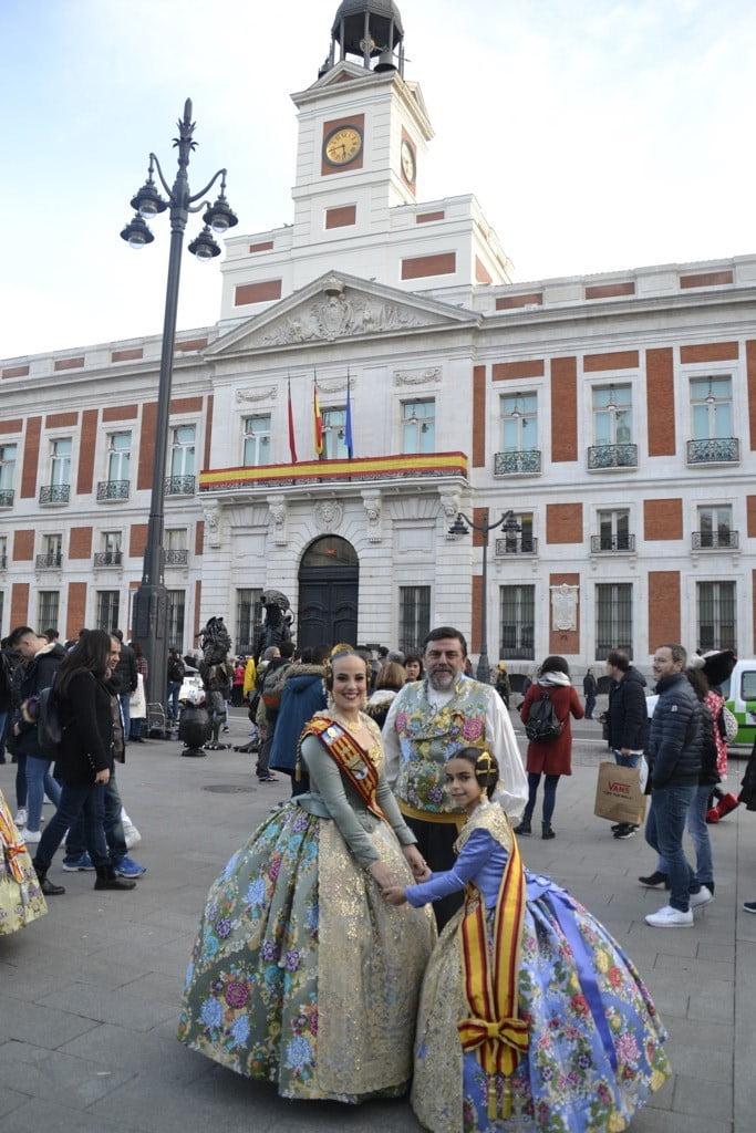Melani y carla en la puerta del sol de madrid d for Puerta del sol hoy