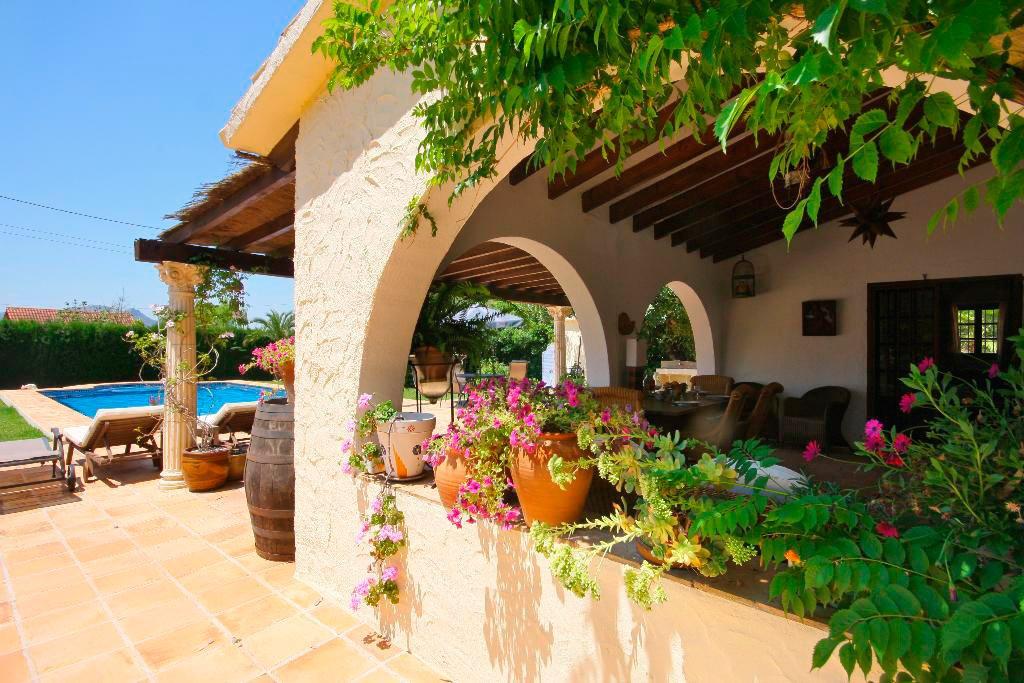 Piscina y jard n aguila rent a villa d - Piscina y jardin ...