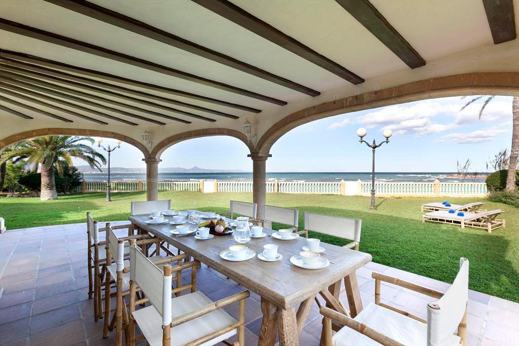 Terrassa de la casa Vila Quality Rent a Vila