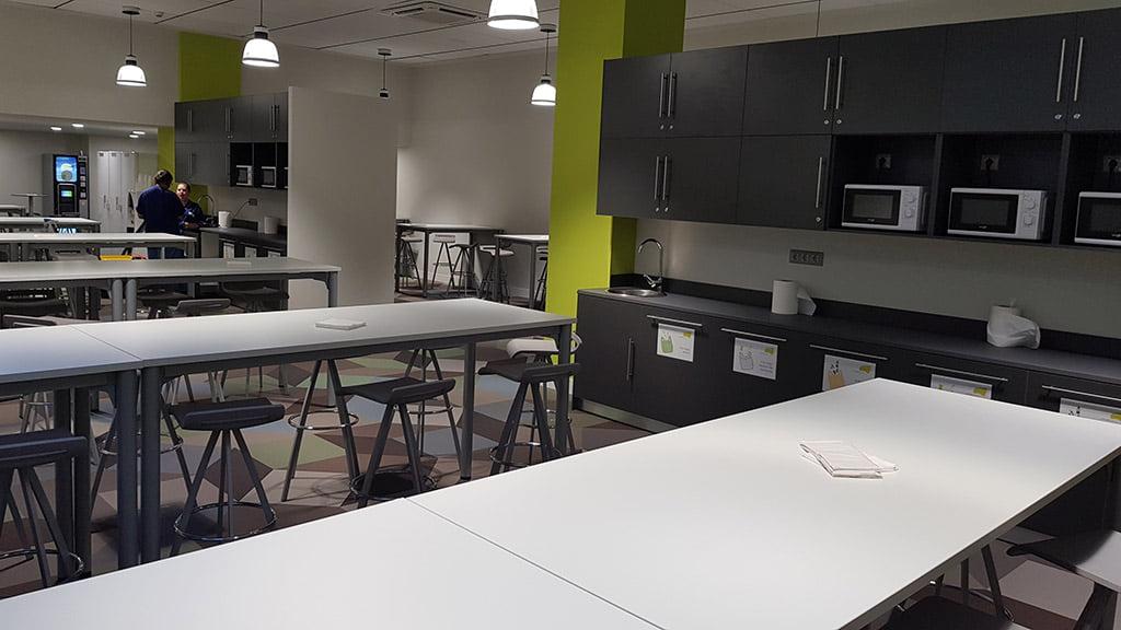Comedor de las nuevas oficinas fernando moll d for Comedor para oficina