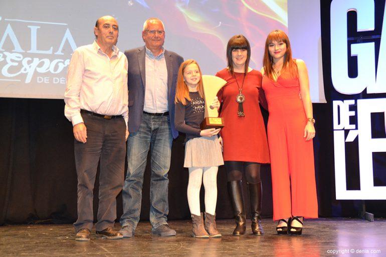 Familiares de Silvia Bordes con el premio a la mejor deportista del 2017