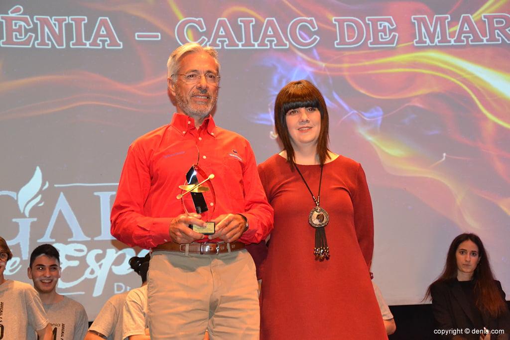 Juan Carlos Peréz con su trofeo