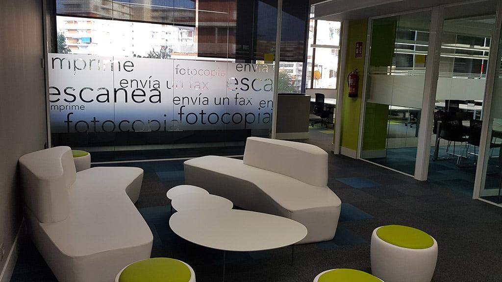 Nueva oficina de estilo moderno fernando moll d for Oficinas balearia