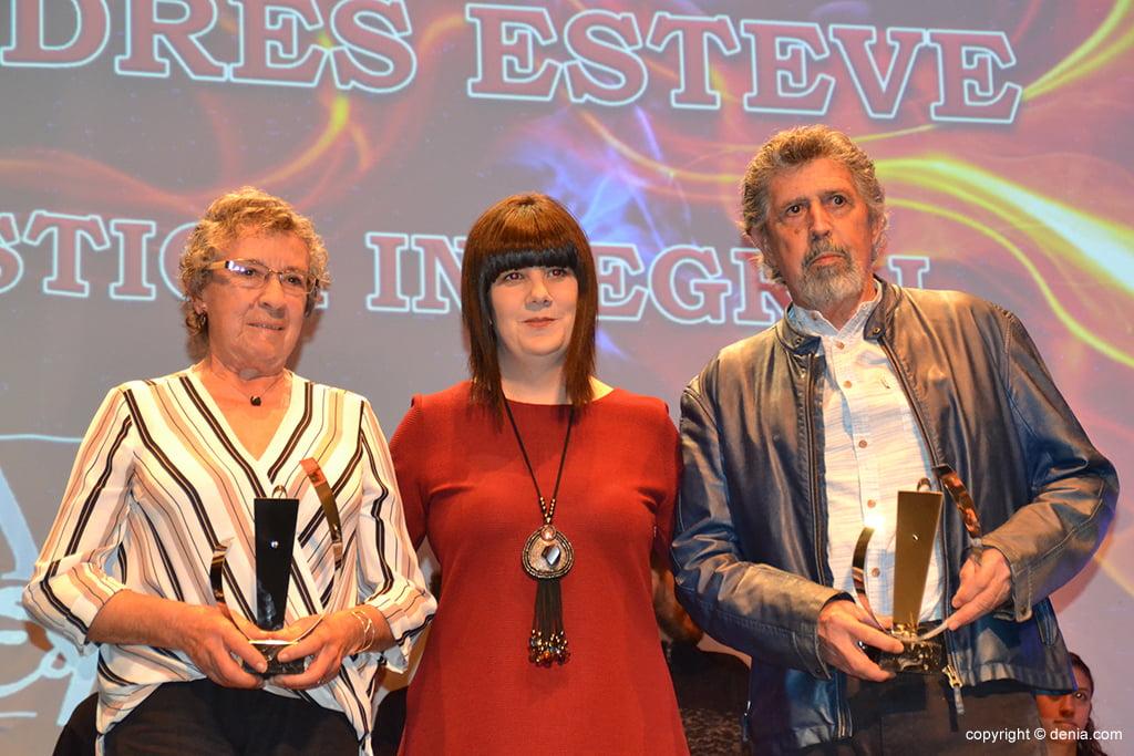 Salvador Navarro Victóriz y Mª Rosa Andrés Esteve con sus trofeos