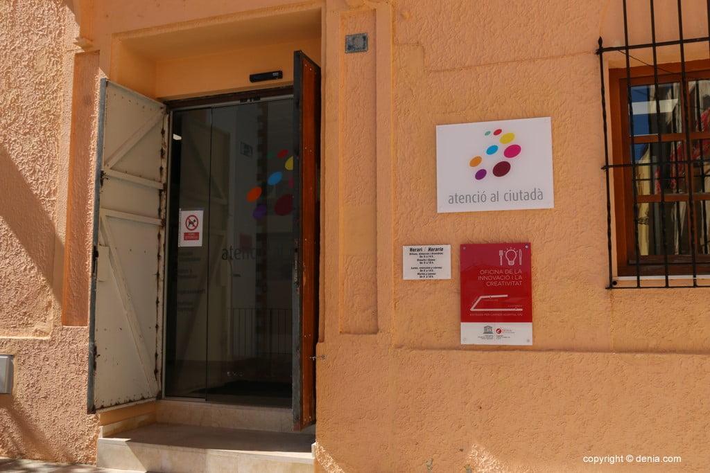 Entrada a la oficina de atenci n al ciudadano de d nia for Oficinas balearia
