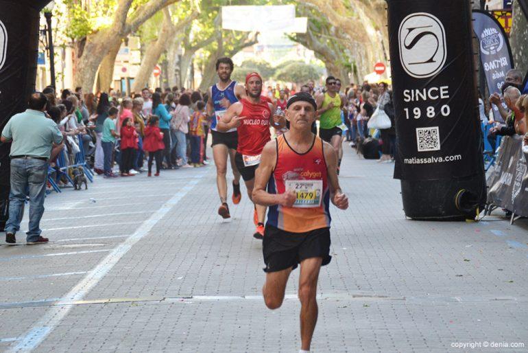 Vicent De Juan crossing the finish line