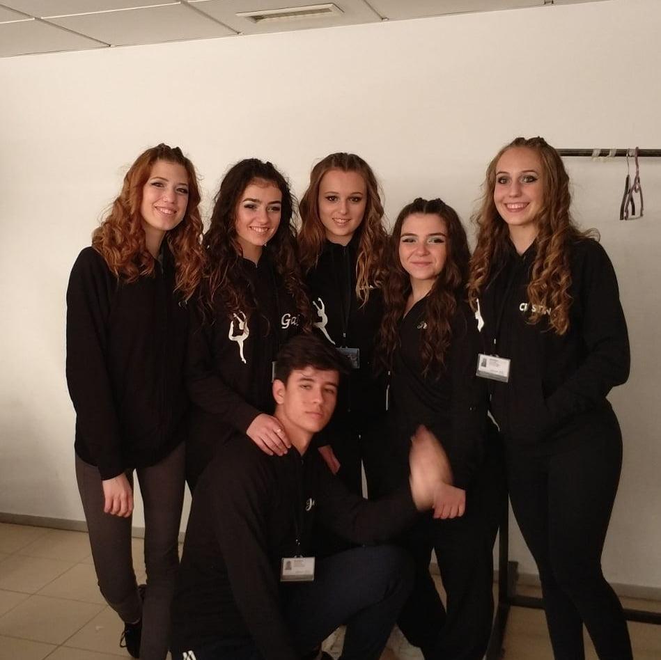 Alumnas de Babylon antes de la actuación