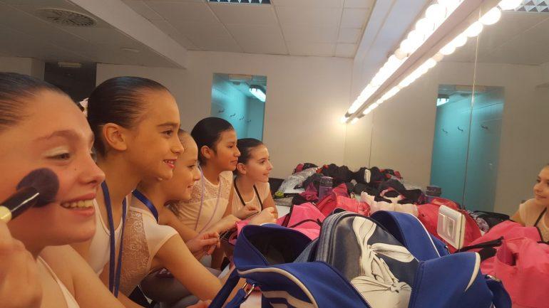 Bailarinas de Babylon preparándose para actuar