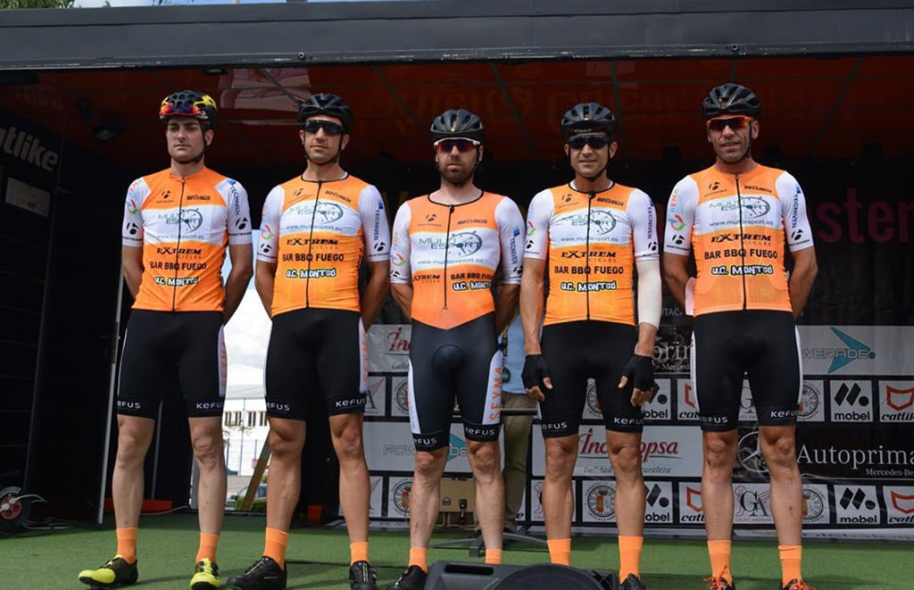 Cyclists of the Multiesport-UCMontgo in the Vuelta a Cuenca