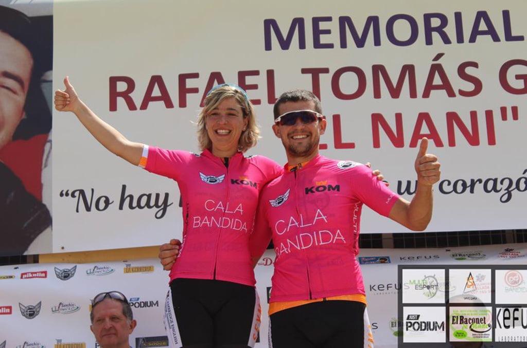 Gloria Medina and Roberto Gómez on the podium