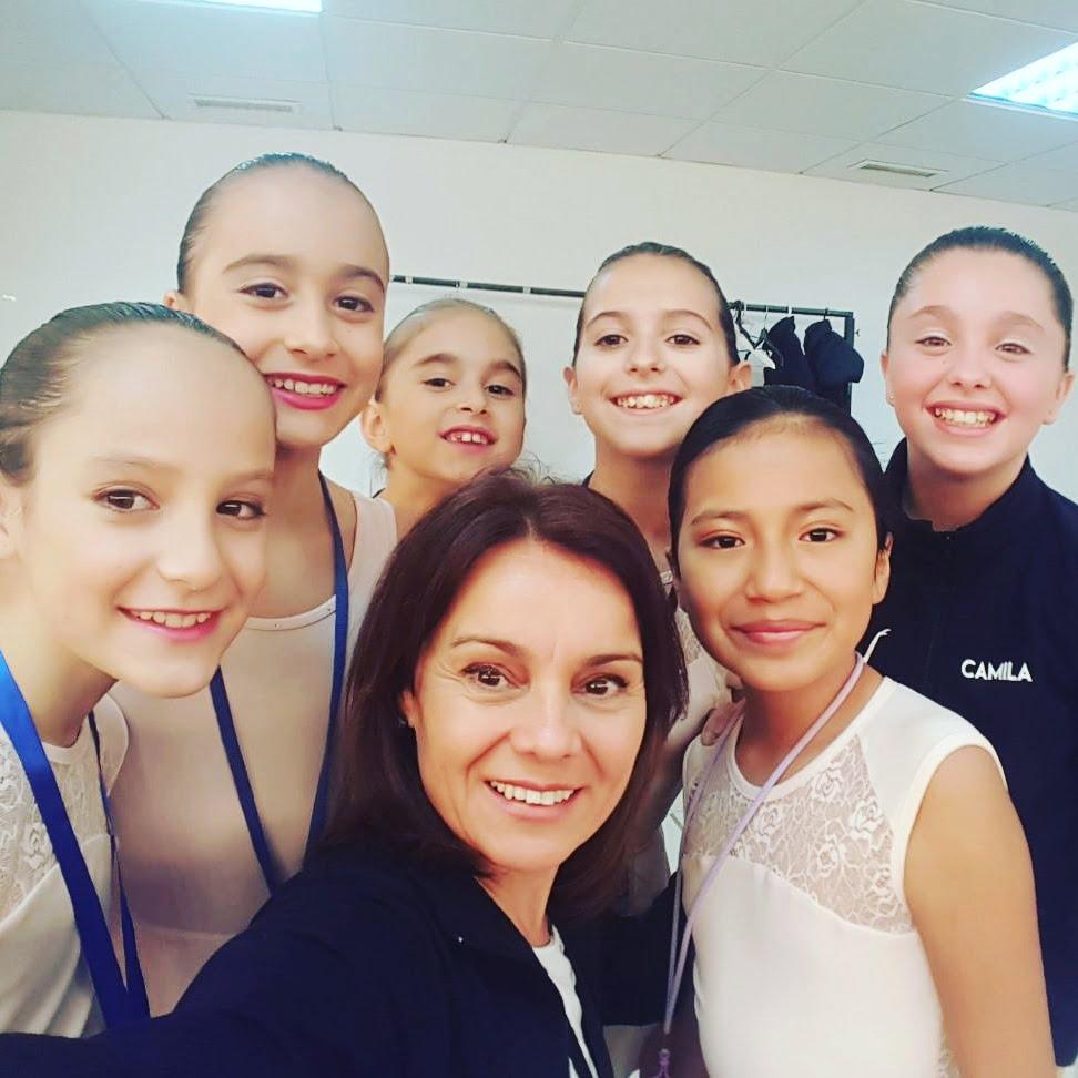 Mayte Ortolà con sus alumnas