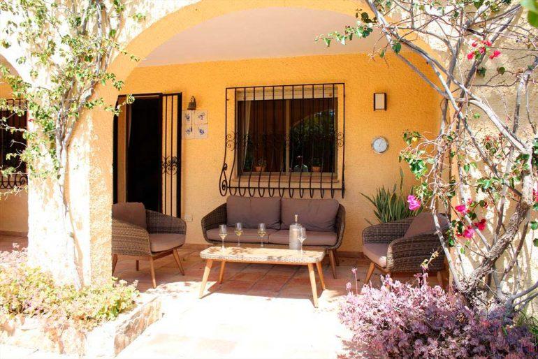 Porxo vila Casa Hort Quality Rent a Vila