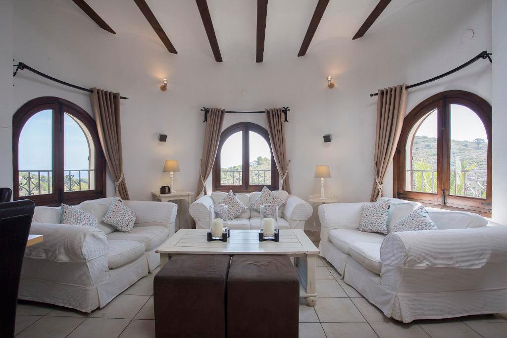 Àmplia sala d'estar casa Berg Quality Rent a Vila