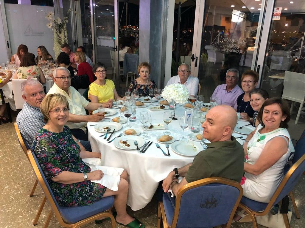 Colaboradores con la cena solidaria de Chigüines en Dénia
