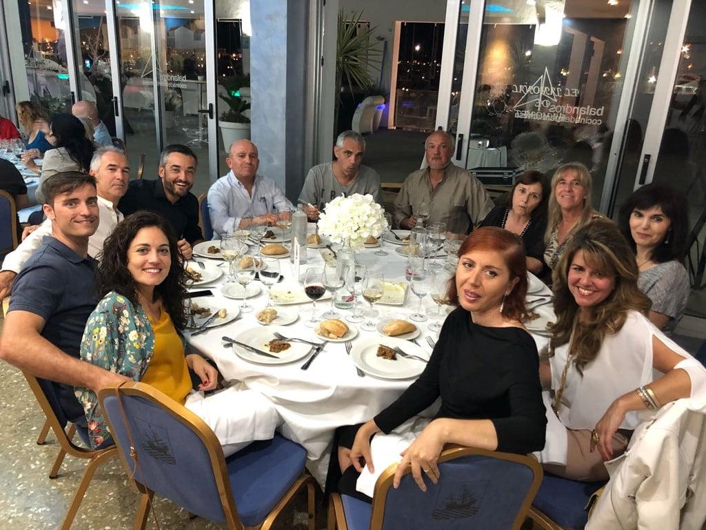 Mesa de asistentes a la cena de Chigüines de Nicaragua