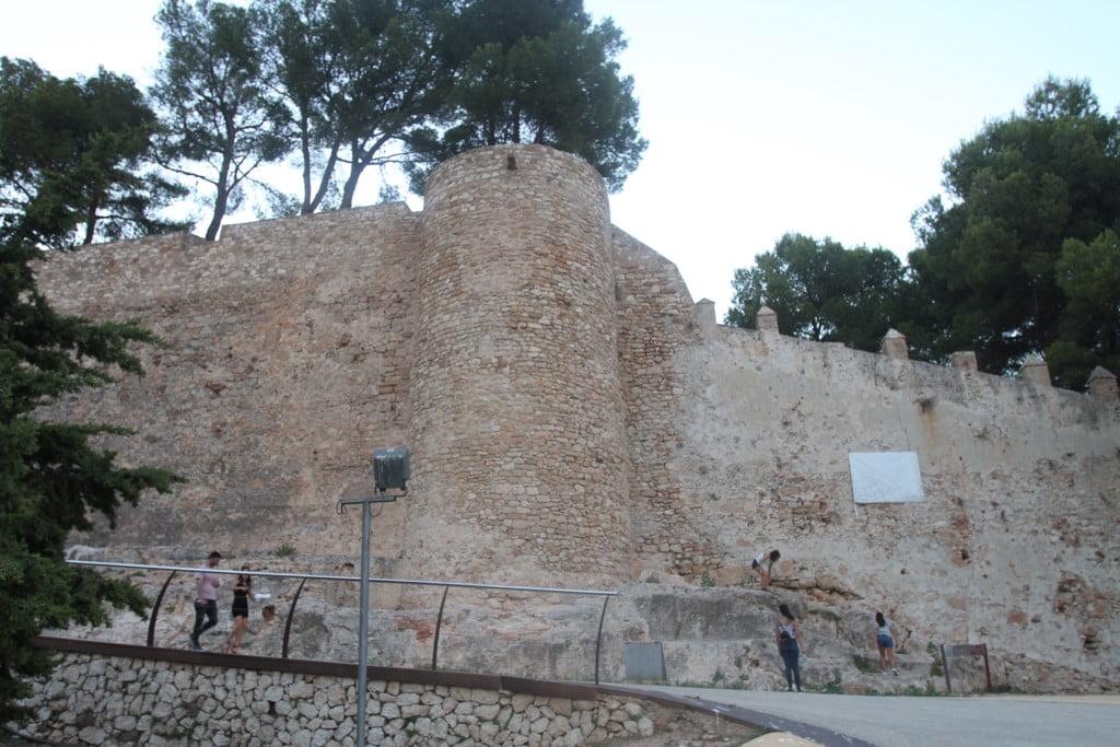 Ruta al atardecer por el Castillo de Dénia – Lienzo de la muralla