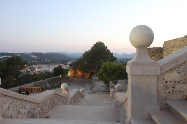 Ruta al atardecer por el Castillo de Dénia - vistas desde la escalera
