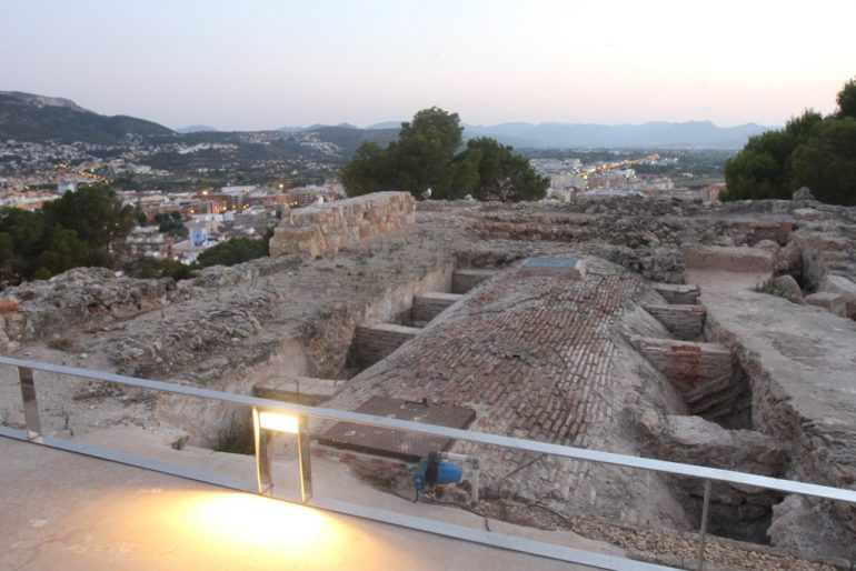 Sunset route through the Castle of Dénia - remains of the palace