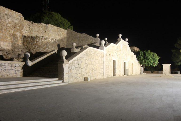 Ruta al atardecer por el Castillo de Dénia - Explanada de noche