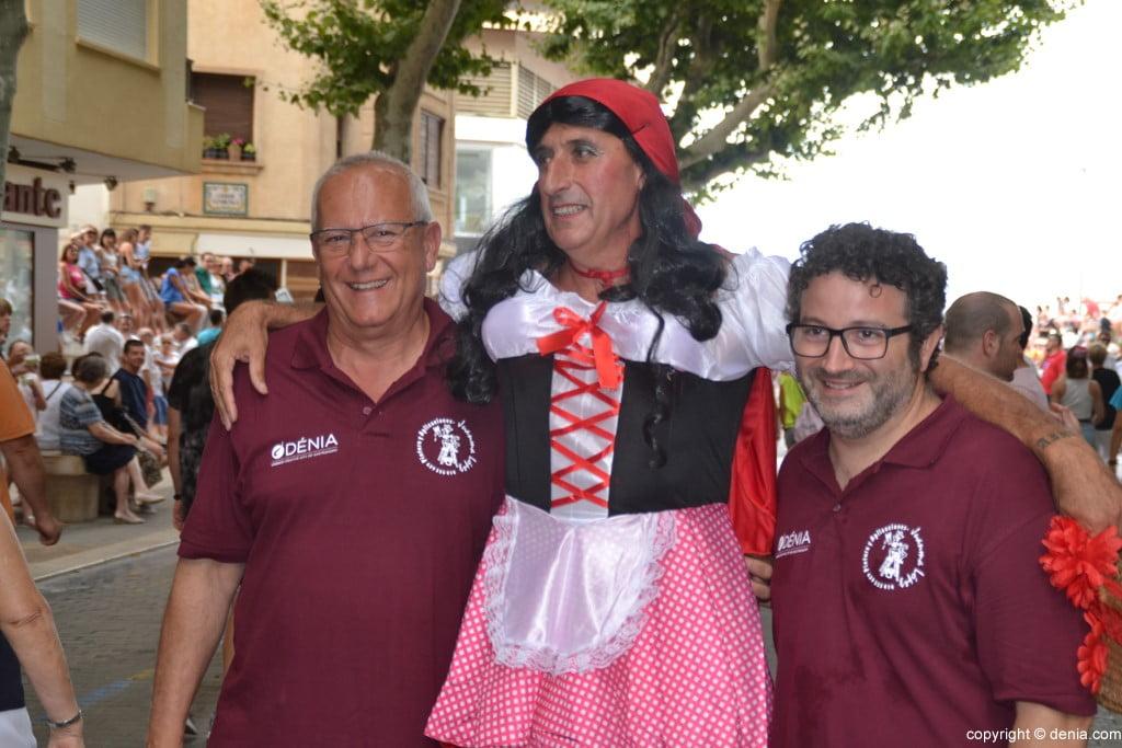 Primer día de fiestas de Dénia 2018 – Alcalde y concejal con caperucita roja