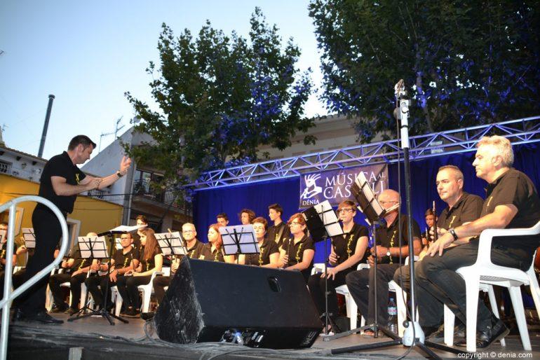 Actuación de la colla Xirimitabs en Dénia